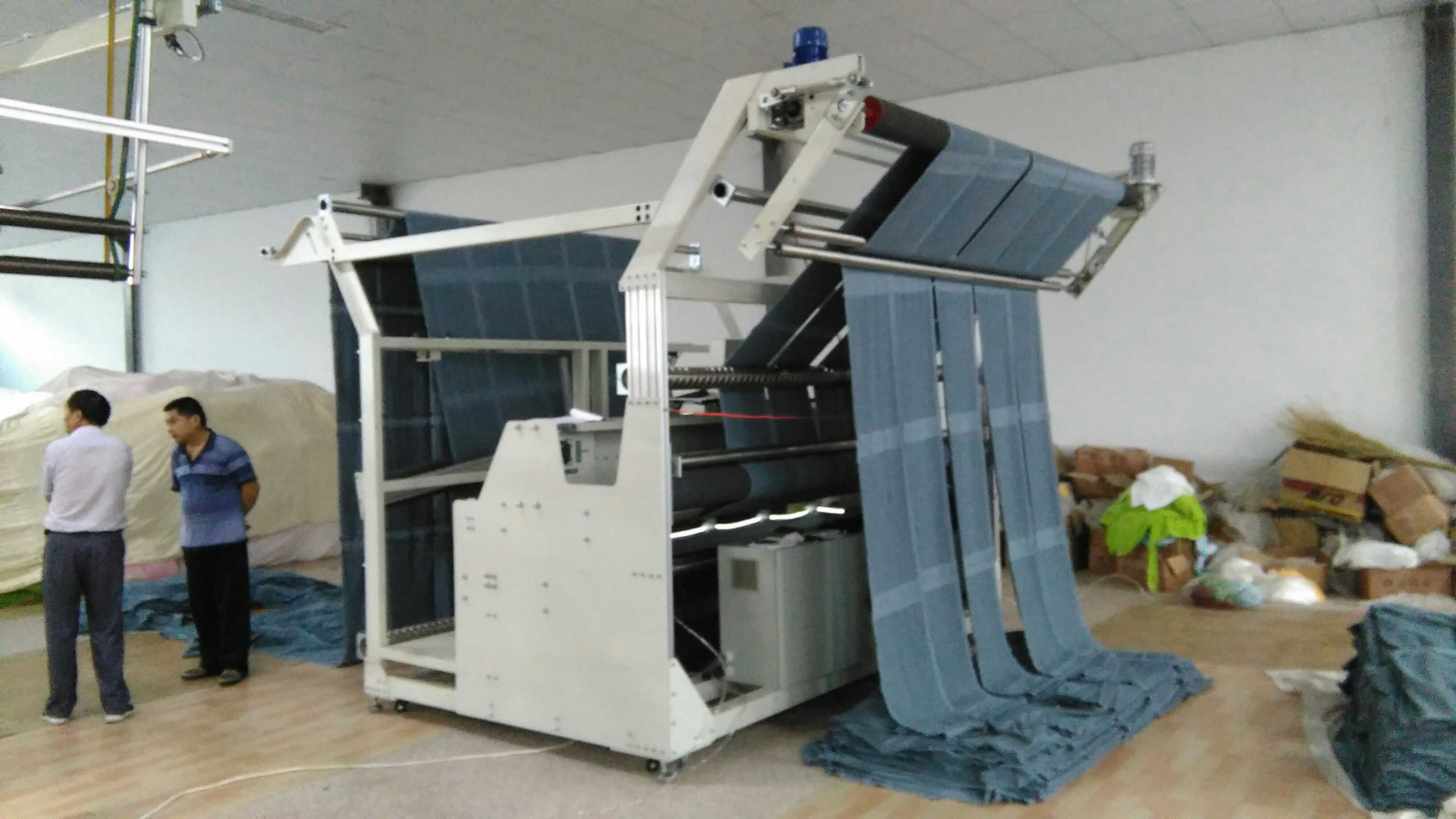 Automatic towel slitting machine