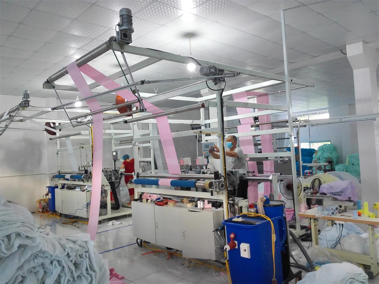 Automatic towel vertical sewing machine